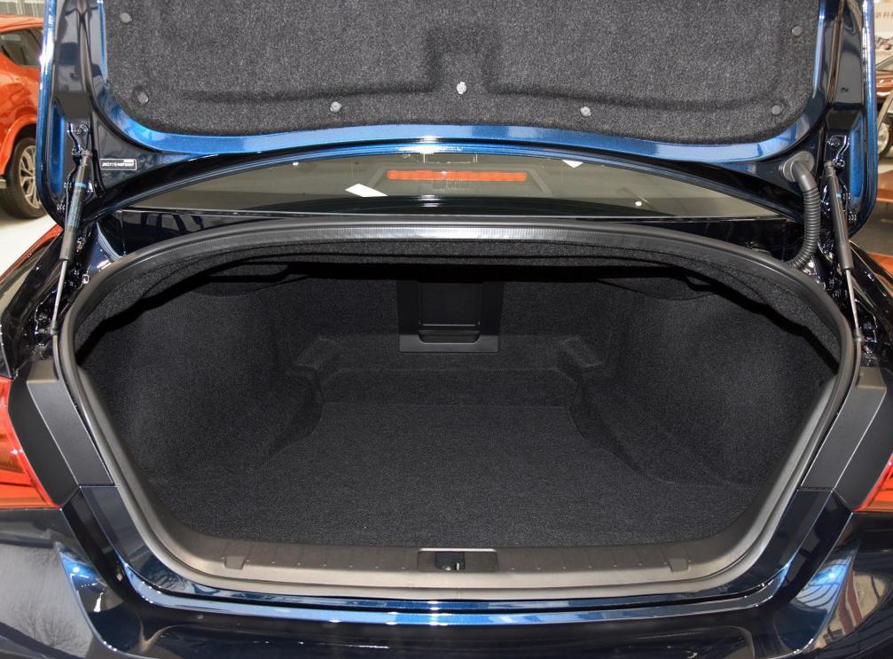 零首付购车车型英菲尼迪 Q70(进口) 2017款 Q70L 2.5L 精英版相关图片展示