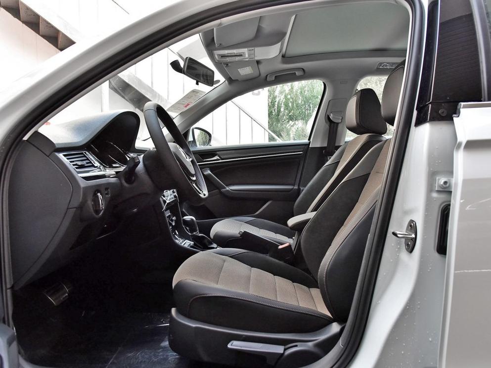 零首付购车车型大众 蔚领 2018款 230TSI DSG舒适型相关图片展示