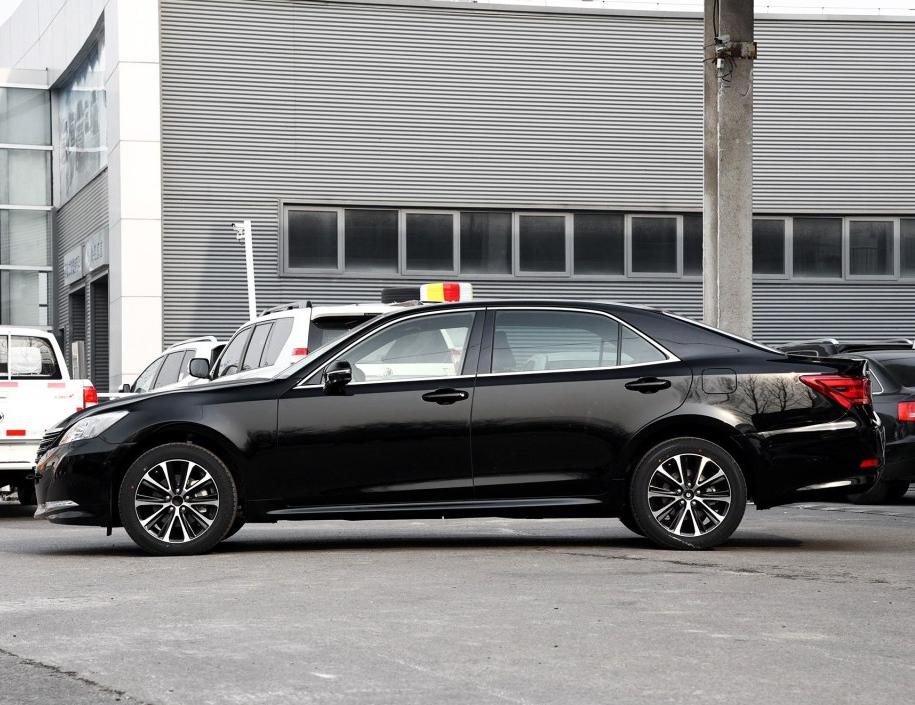 零首付购车车型丰田 皇冠 2018款 2.0T 时尚版相关图片展示